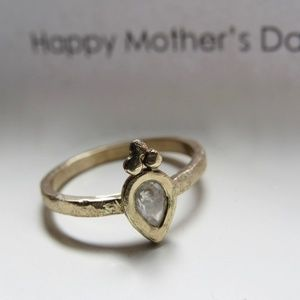 14k Yellow gold ring with 0.29ct diamond.